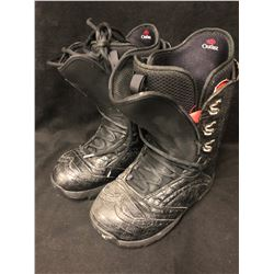 MENS SNOWBOARD BOOTS ( SIZE 10)
