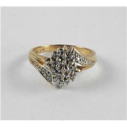Ladies 10kt Gold Estate Diamond Cluster Ring (EXR)