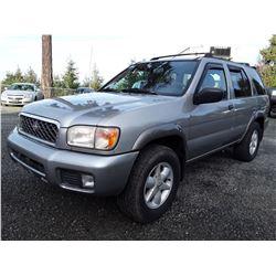 L2 --  2001 Nissan Pathfinder LE , Silver , 275233  KM's