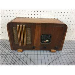 RCA WOODEN TUBE RADIO