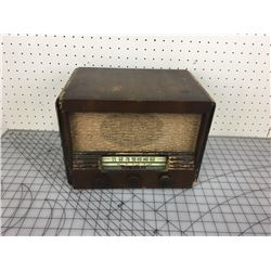 RCA VICTOR WOODEN RADIO