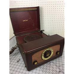 PORTABLE RADIO PHONOGRAPH RECORD PLAYER