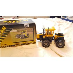 TITAN ERTL 1:32 CAST TRACTOR *IN BOX*
