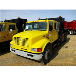 2001 INTERNATIONAL 4900 FLATBED DUMP TRUCK, VIN/SN:1HTSDAAL71H387244 - S/A, CREW CAB, DT466 DIESEL E
