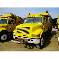 2000 INTERNATIONAL 4900 DUMP, VIN/SN:1HTSDAAR8YH230725 - S/A, CREW CAB DT466E DIESEL ENGINE, 6 SPEED
