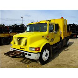 1999 INTERNATIONAL 4900 FLATBED DUMP TRUCK, VIN/SN:1HTSDAAN7XH682600 - S/A, CREW CAB, DT466 ENGINE,