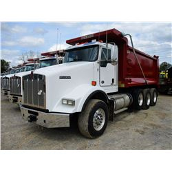 2019 KENWORTH T800 DUMP, VIN/SN:1NKDL40X6KJ217223 - TRI-AXLE, 500 HP CUMMINS ISX15 ENGINE, ALLISON 4