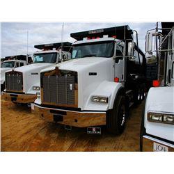 2018 KENWORTH T800 DUMP, VIN/SN:1NKDL40X4JJ213847 - TRI-AXLE, 500 HP CUMMINS ENGINE, ALLISON 4500 RD