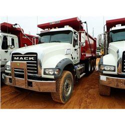 2018 MACK GU713 DUMP, VIN/SN:1M2AX07C6JM041027 - TRI-AXLE, 455 HP MACK MP8 ENGINE, ALLISON 4500 RDS