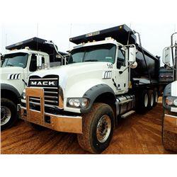 2017 MACK GU713 VIN/SN:1M2AX07C1HM036490 - TRI-AXLE, 455HP MACK MP8 ENGINE, ALLISON 4500RDS TRANS, 4