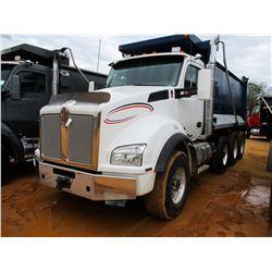 2016 KENWORTH T880 DUMP, VIN/SN:1NKZX4TX0GJ479056 - TRI-AXLE, 450 HP CUMMINS DIESEL ENGINE, EATON AU
