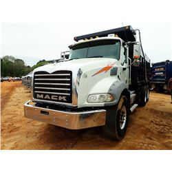 2015 MACK GU813 DUMP, VIN/SN:1M2AX13C7FM028547 - T/A, 405HP MACK MP7 ENGINE, ALLISON 4500RDS A/T, 44