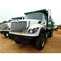 2015 INTERNATIONAL 7600 DUMP, VIN/SN:3HAGSSNR0FL737217 - TRI-AXLE, 410 HP NAVISTAR N13 ENGINE, 10 SP