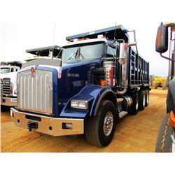 2014 KENWORTH T800 DUMP, VIN/SN:1NKDXPTX3EJ396827 - TRI-AXLE, 375 HP MAX-13 PACECAR ENGINE, 10 SPEED