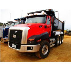 2013 CAT CT660 DUMP TRUCK, VIN/SN:1HTJGTKT4DJ128799 - TRI-AXLE, CAT DIESEL ENGINE, 8LL TRANS, 46K RE