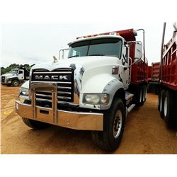2011 MACK GU713 DUMP, VIN/SN:1M2AX04C4BM008856 - TRI-AXLE, MACK MP7 ENGINE, 10 SPEED TRANS, 44K REAR