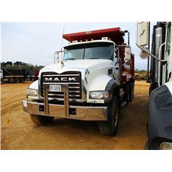 2011 MACK GU713 DUMP, VIN/SN:1M2AX09C2BM009898 - TRI-AXLE, 455HP MP8 MACK ENGINE, MACK T310M 10 SPEE