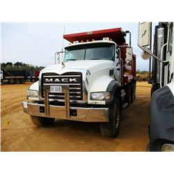 2011 MACK GU713 DUMP, VIN/SN:1M2AX09C2BM009898 - TRI-AXLE, 455HP MP8 MACK ENGINE, MACK T310M 10 SPEE