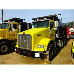 2003 KENWORTH T800 DUMP, VIN/SN:1NKDXBTX63J384798 - TRI-AXLE, 475 HP CAT DIESEL ENGINE, 10 SPEED TRA