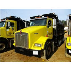 2002 KENWORTH T800 VIN/SN:1NKDXBTX52J890167 - TRI-AXLE, 475 HP CAT DIESEL ENGINE, 10 SPEED TRANS, 46