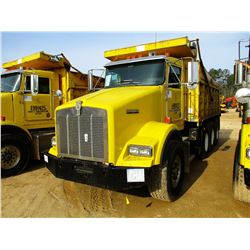 1999 KENWORTH T800 DUMP, VIN/SN:1NKDLB0X7XJ797187 - TRI-AXLE, 475 HP CAT DIESEL ENGINE, 10 SPEED TRA