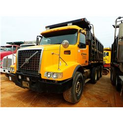 2008 VOLVO DUMP, VIN/SN:4V5KC9GG28N490026 - TRI-AXLE, 395HP D12 VOLVO ENGINE, 10 SPEED TRANS, 44K RE