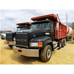 1998 MACK CL713 DUMP, VIN/SN:1M2AD09C1WW007305 - TRI-AXLE, MACK DIESEL ENGINE, 10 SPEED TRANS, 44K R