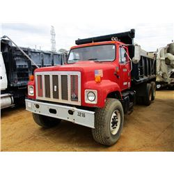 2002 INTERNATIONAL 2574 DUMP, VIN/SN:1HTGGATT82H515244 - T/A, CAT DIESEL ENGINE, A/T, 14' HEIL DUMP