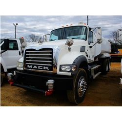 2011 MACK GU713 WATER TRUCK, VIN/SN:1M1AX04Y5BM010552 - T/A, 395HP MP7 DIESEL ENGINE,10 SPEED TRANS,