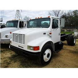 2002 INTERNATIONAL 4900 CAB & CHASSIS, VIN/SN:1HTSDAAF32H581798 - S/A, IHC DIESEL ENGINE, 6 SPEED TR
