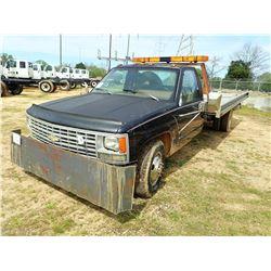 1990 CHEVROLET 3500 WRECKER, VIN/SN:1GBHC34K6LE201520 - V8 GAS ENGINE, 4 SPEED TRANS, AATAC BODY, OD