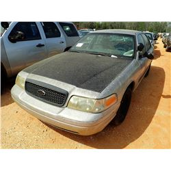 2002 FORD CROWN VICTORIA VIN/SN:2FAFP71WX2X130508 - V8 ENGINE, A/T, ODOMETER READING 144,325 MILES (