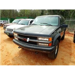 1999 CHEVROLET TAHOE, VIN/SN:3GNEK18R4X6145001 - 4X4, GAS ENGINE, A/T, ODOMETER READING 197,050 MILE