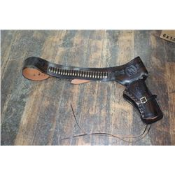 "New Leather Revolver Holster ""Note"" Dummy Rounds to Hold Shape of the Pockets"