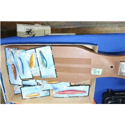 Fish Scaling Board & 10 Hooks