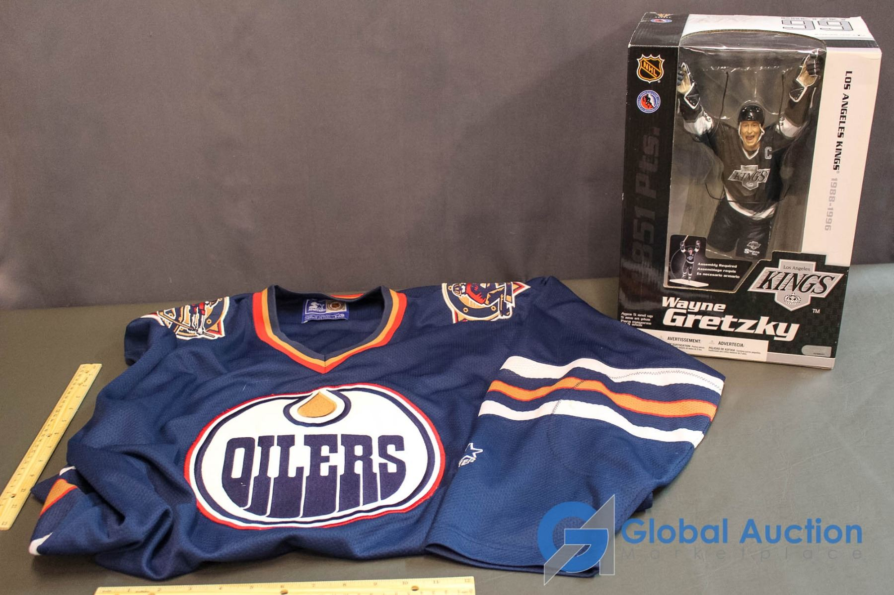 low priced c1411 a360b Wayne Gretzky L.A. Kings Limited Edition Model Action Figure & Edmonton  Oilers Jersey (Large)
