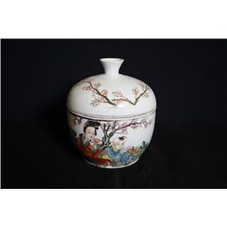 """A Late Qing Dynasty """"Figure and Story"""" Pattern Bowl and Cover."""