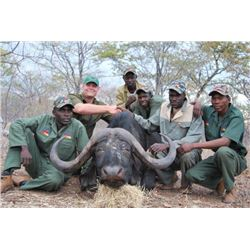 2 hunters hunting 2x1 and 2 observers 10 days in south africa Cape Buffalo x 1 and Golden Gemsbuck x