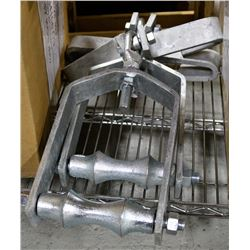 """BOX OF 2, 6"""" BEAM CLAMPS WITH PIPE HANGER"""