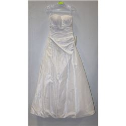 KNIGHTLY BY GEMINI BRIDAL SIZE 10 WHITE A-LINE