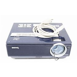 BENQ PROJECTOR W ONLY 52 HOURS ON LAMP