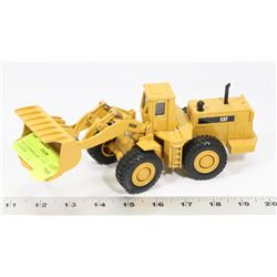 ERTL CATERPILLAR 1:50 SCALE 988B B LOADER.
