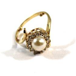 Ladies 18-karat Yellow Gold w/one cultured Pearl (7 mm) and 14 Diamonds (.03 carat full cut Diamonds
