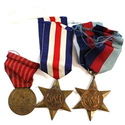 Lot of 3x War Medals with Ribbons: 1918 Municipality of Rome for the Soldiers of Italy Medal, 1939-1