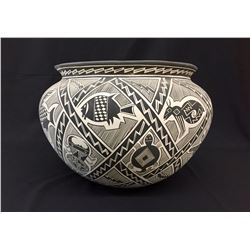 Large Pot by Mary Saxon