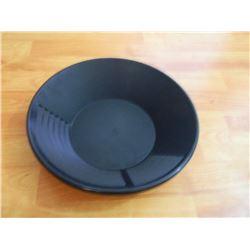 NEW GOLD PAN - ESTWING - BLACK PLASTIC - MED