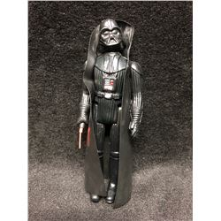 1970'S KENNER STAR WARS ACTION FIGURE DARTH VADOR WITH AUTHENTIC LIGHTSABER ( MINT)