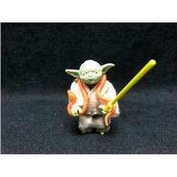 1970'S KENNER STAR WARS ACTION FIGURE YODA WITH AUTHENTIC WEAPON AND SNAKE ( MINT)