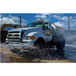 2006 Ford F750 Water Truck, 2000 Gallons, 14,633 Hrs (Runs, Drives, Sprays. See Video)
