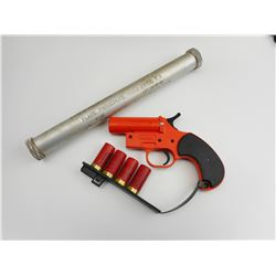 FLARE GUN AND FLARES